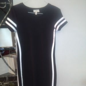 NWOT WOMENS BLACK AND WHITE STRIPED LONG DRESS